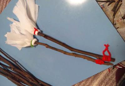 小枝を使ったミニはたき(クラフト)