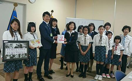 151018 3 福島県連盟に訪問してまちフェスでの支援金を届けました